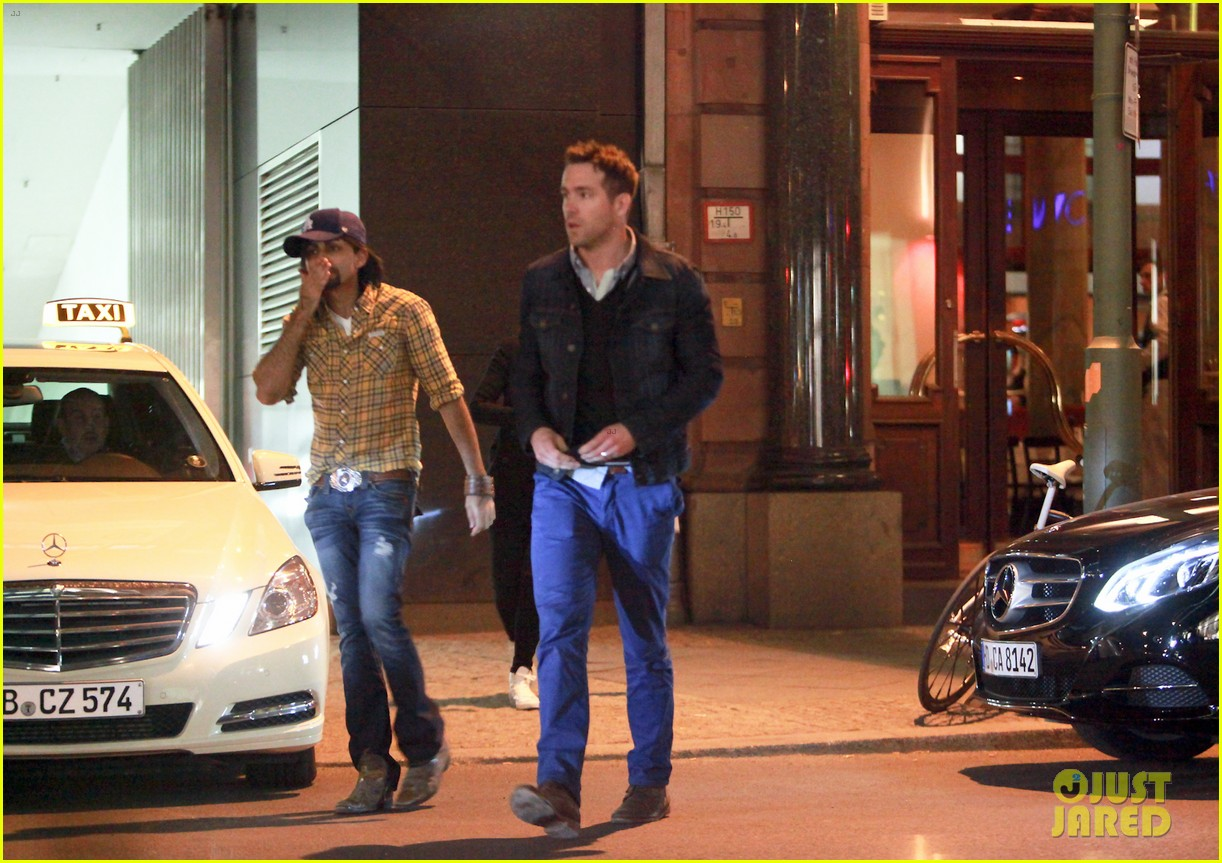 ryan reynolds berlin dinner with gemma arterton 062855693