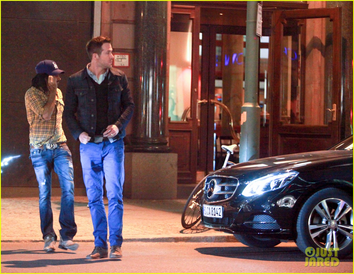 ryan reynolds berlin dinner with gemma arterton 072855694