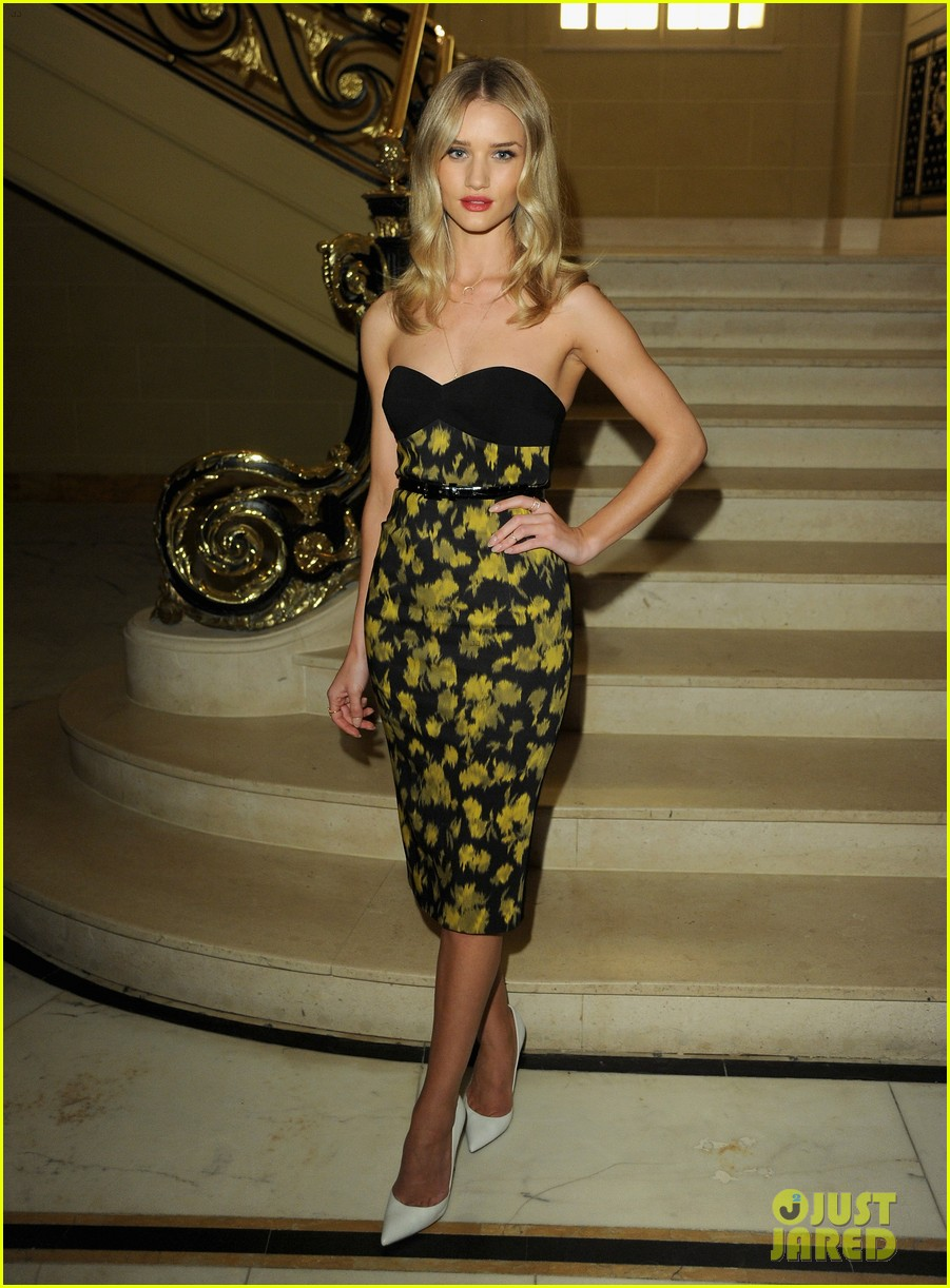 rosie huntington whiteley samantha barks vogue dinner  012858157