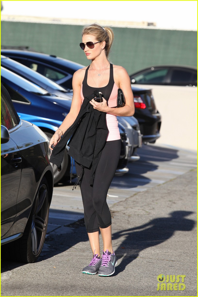 rosie huntington whiteley works out jason statham films heat 052846820