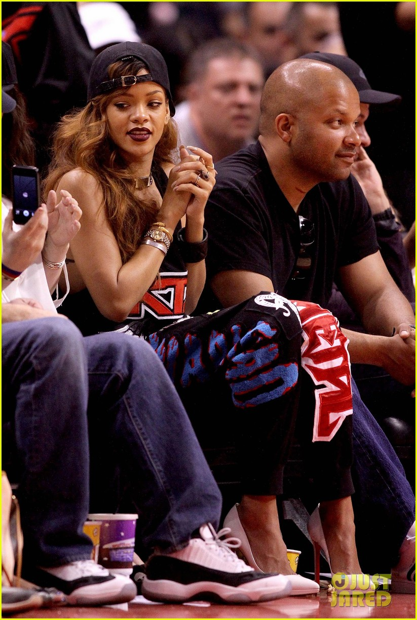 rihanna lets go lakers 102845313
