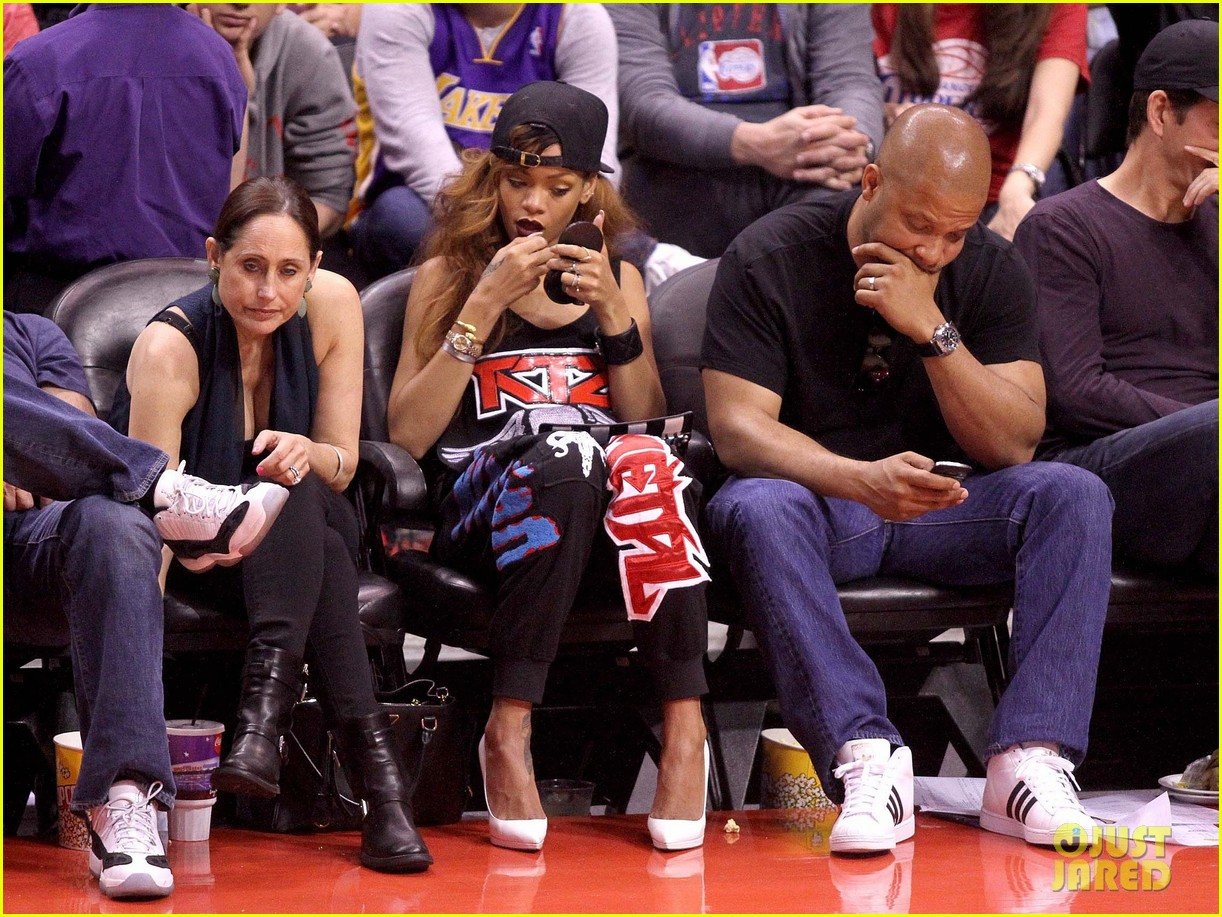 rihanna lets go lakers 11