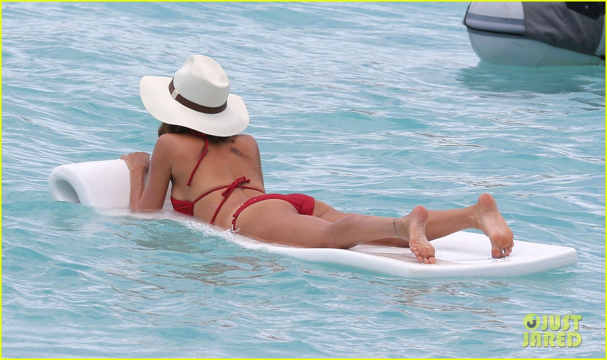 nicole richie lounging bikini beauty 052844973