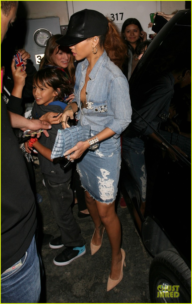 rihanna birthday shopping for mom monica chris brown appears in court 012844196