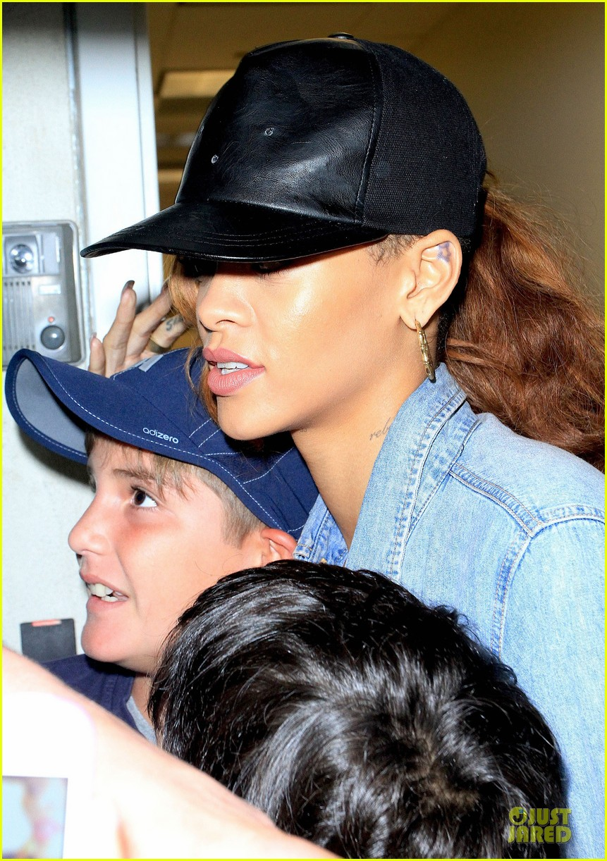 rihanna birthday shopping for mom monica chris brown appears in court 112844206