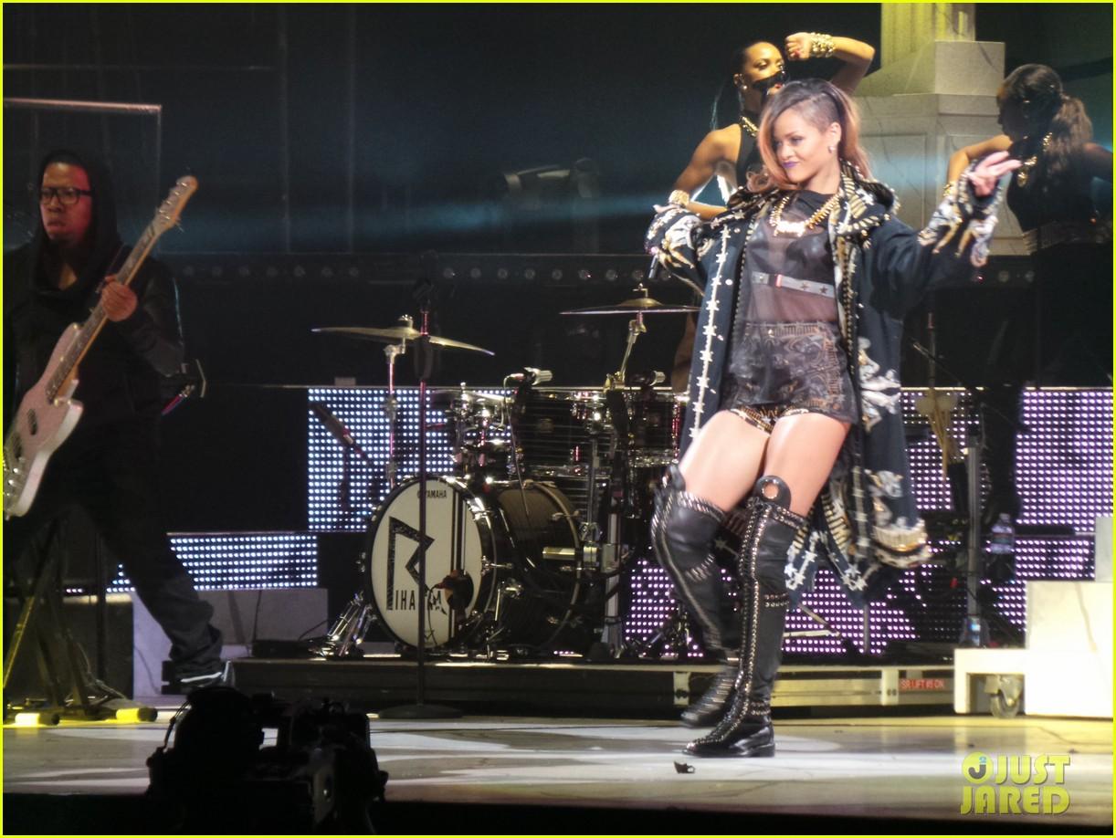 rihanna diamonds world tour backstage pictures exclusive 072846085
