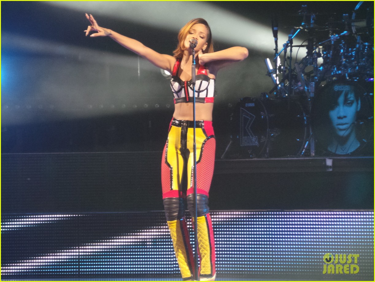 rihanna diamonds world tour backstage pictures exclusive 152846093
