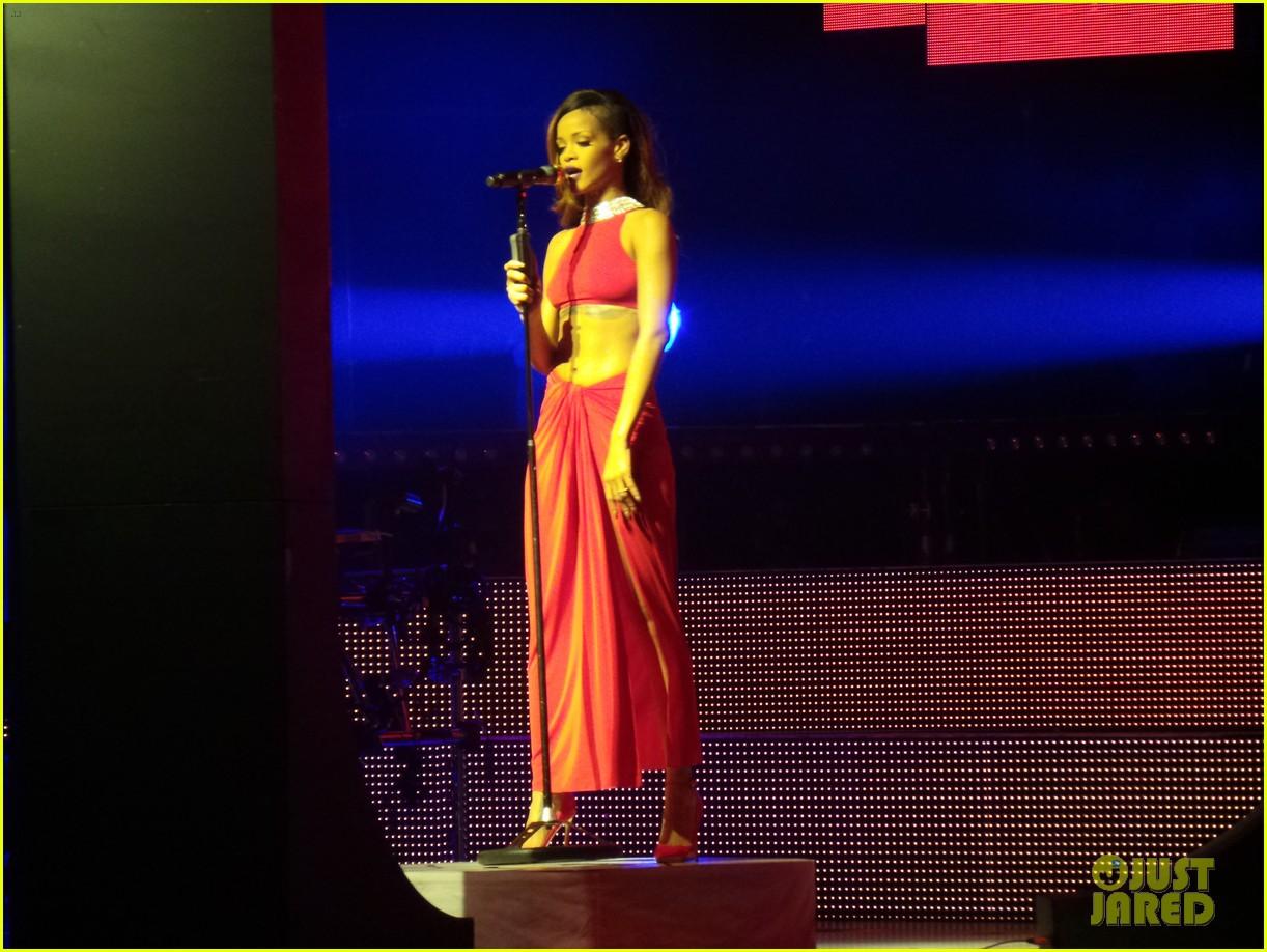 rihanna diamonds world tour backstage pictures exclusive 162846094