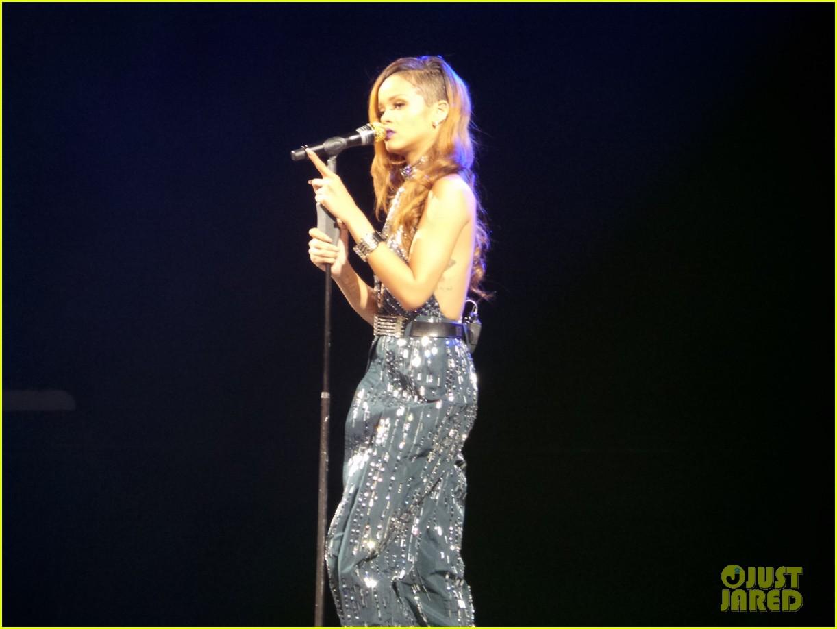 rihanna diamonds world tour backstage pictures exclusive 252846103