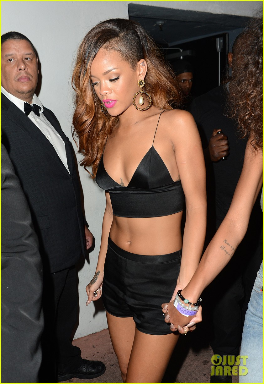 rihanna toned tummy after diamonds concert stop 132855127