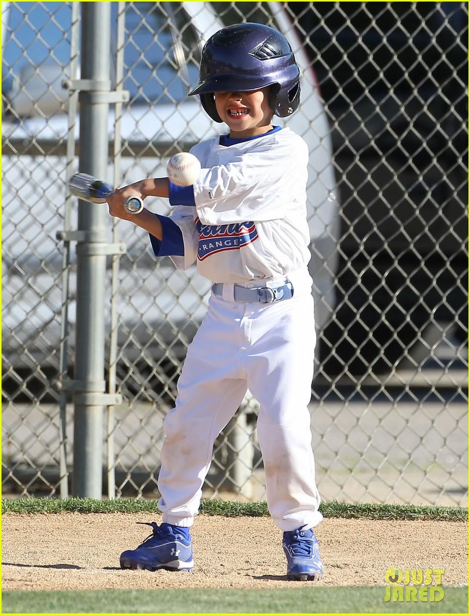 leann rimes jakes baseball game with mason 082843620