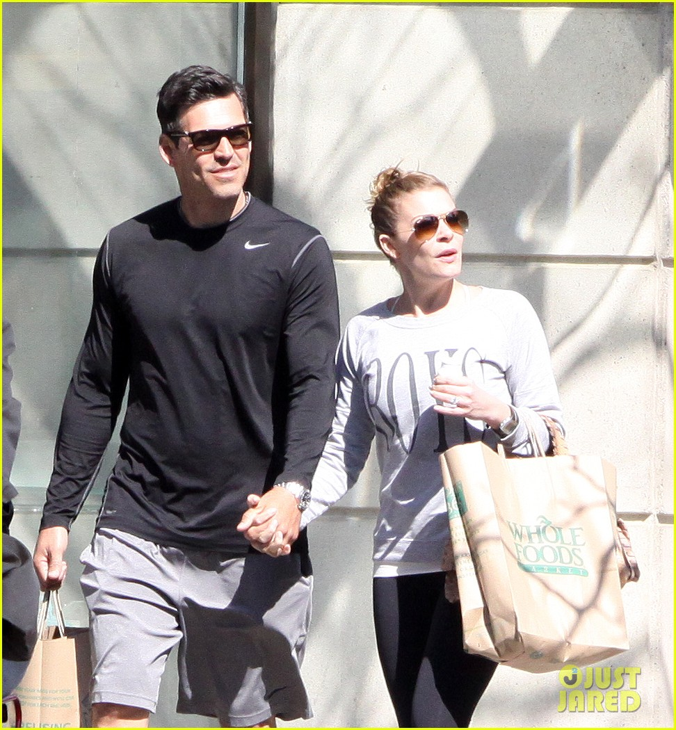 leann rimes eddie cibrian hold hands after shopping 022857969