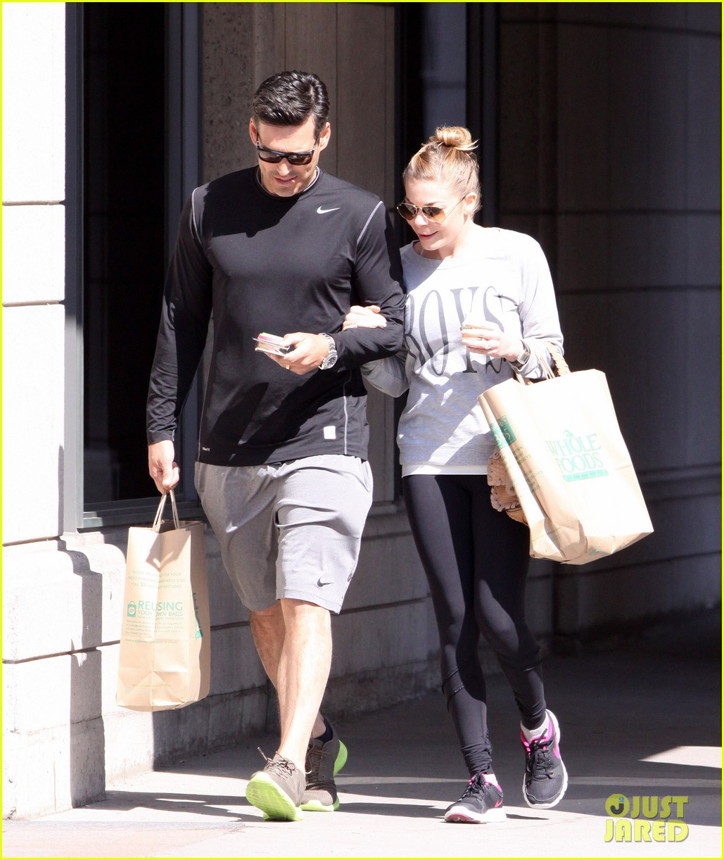leann rimes eddie cibrian hold hands after shopping 032857970