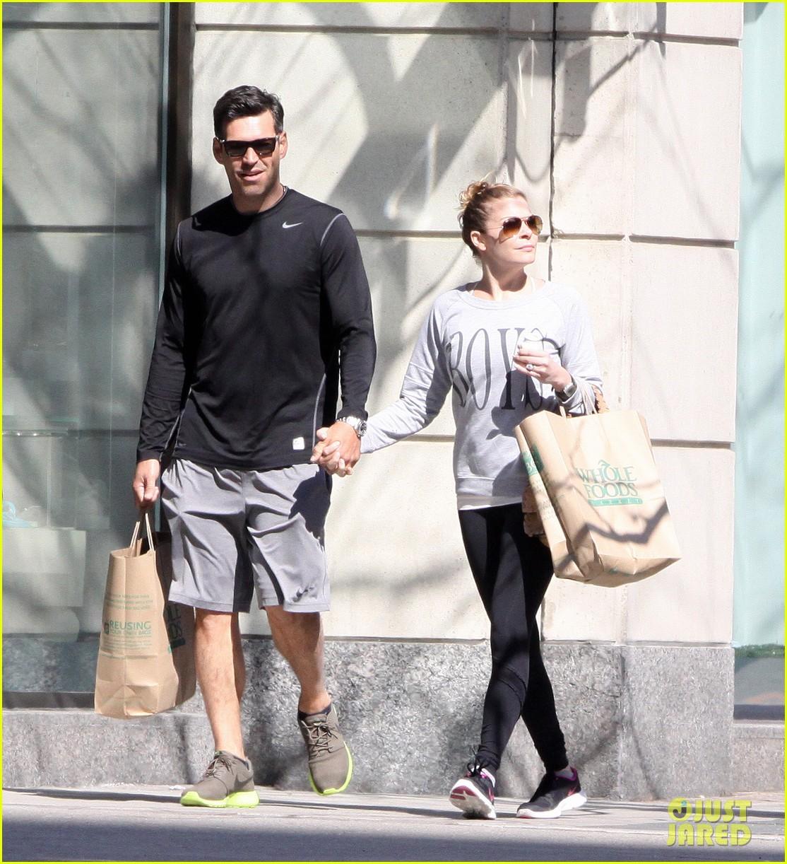 leann rimes eddie cibrian hold hands after shopping 102857977