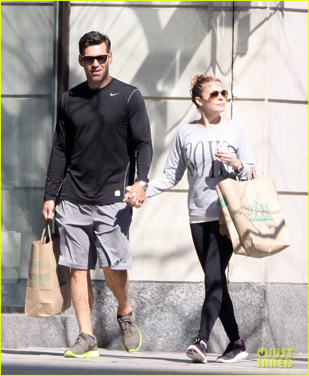 leann rimes eddie cibrian hold hands after shopping 11