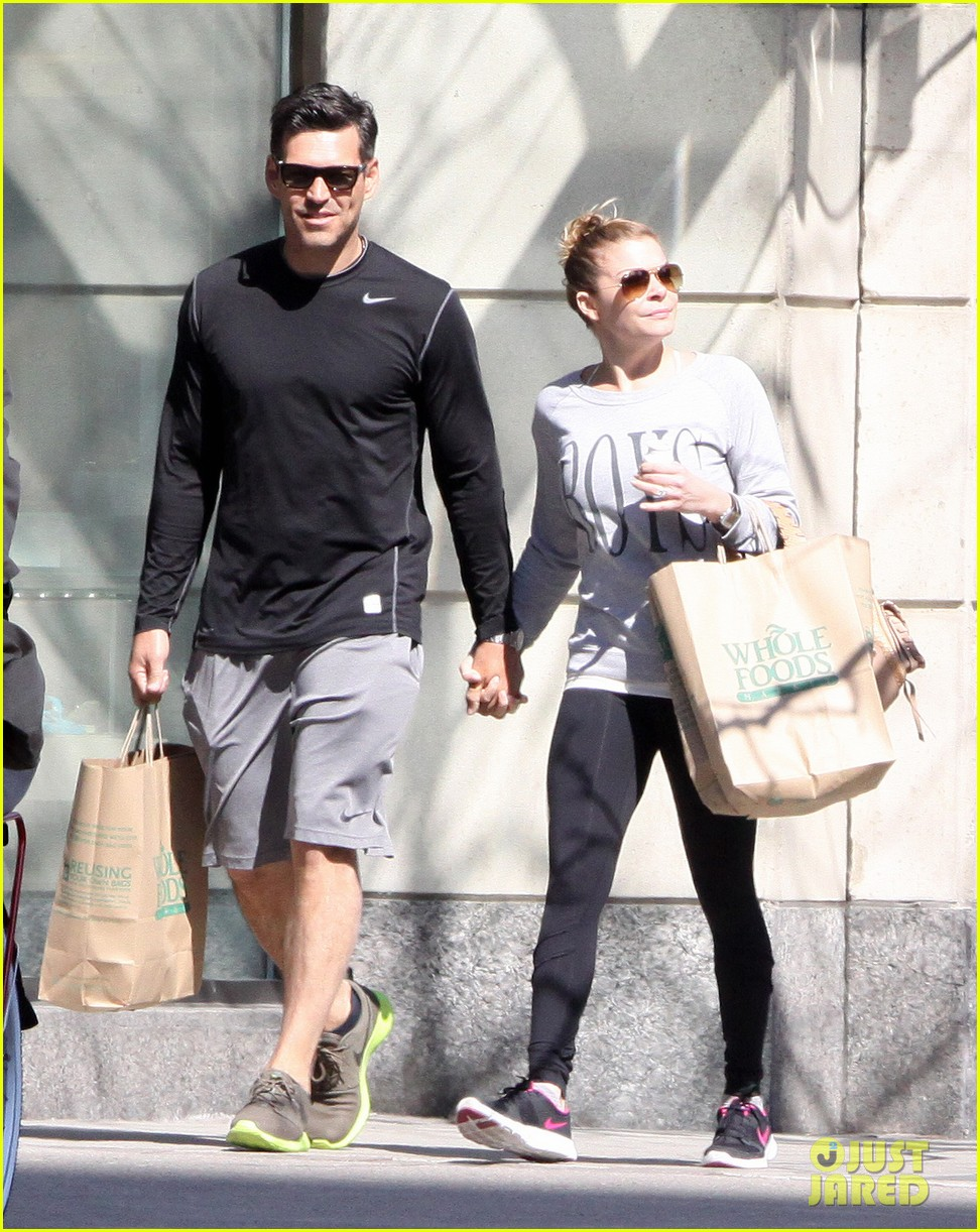 leann rimes eddie cibrian hold hands after shopping 12