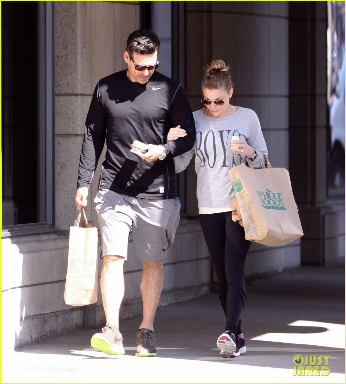leann rimes eddie cibrian hold hands after shopping 15