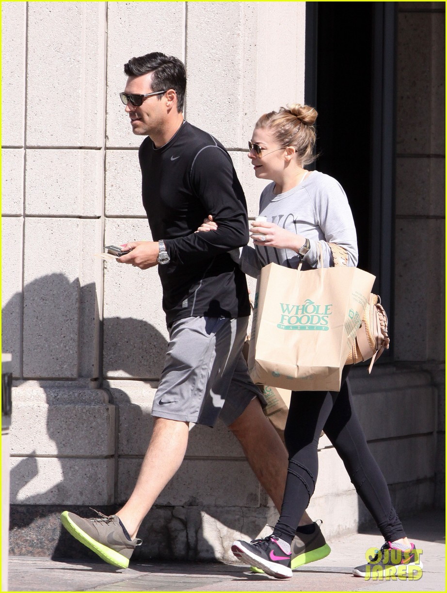leann rimes eddie cibrian hold hands after shopping 22