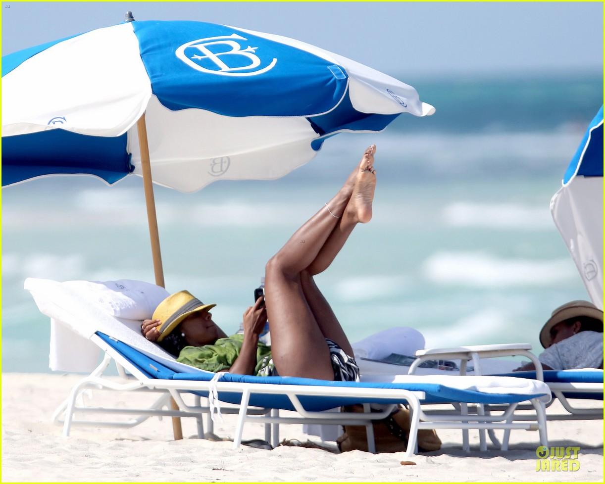 kelly rowland bikini beach calling babe 092861082