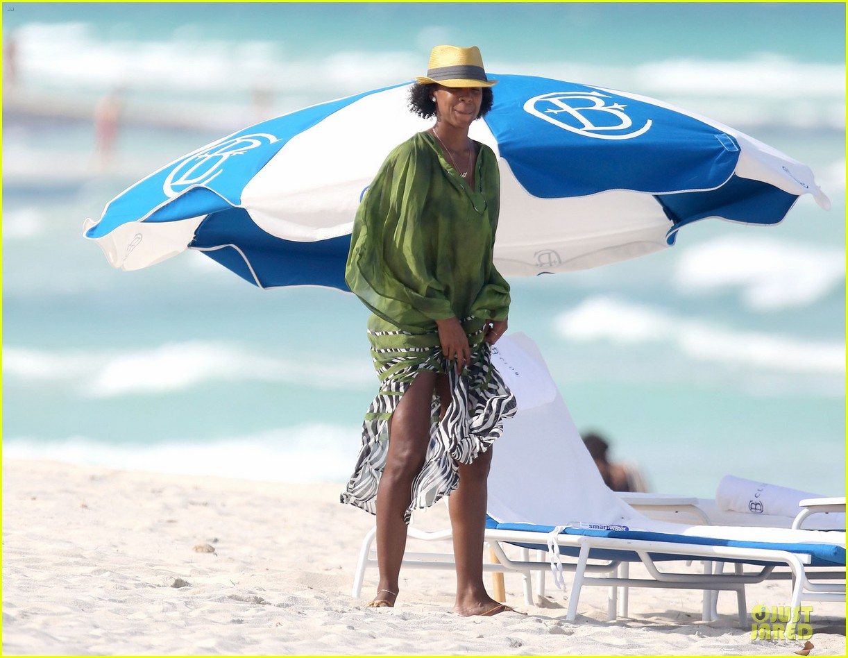 kelly rowland bikini beach calling babe 142861087