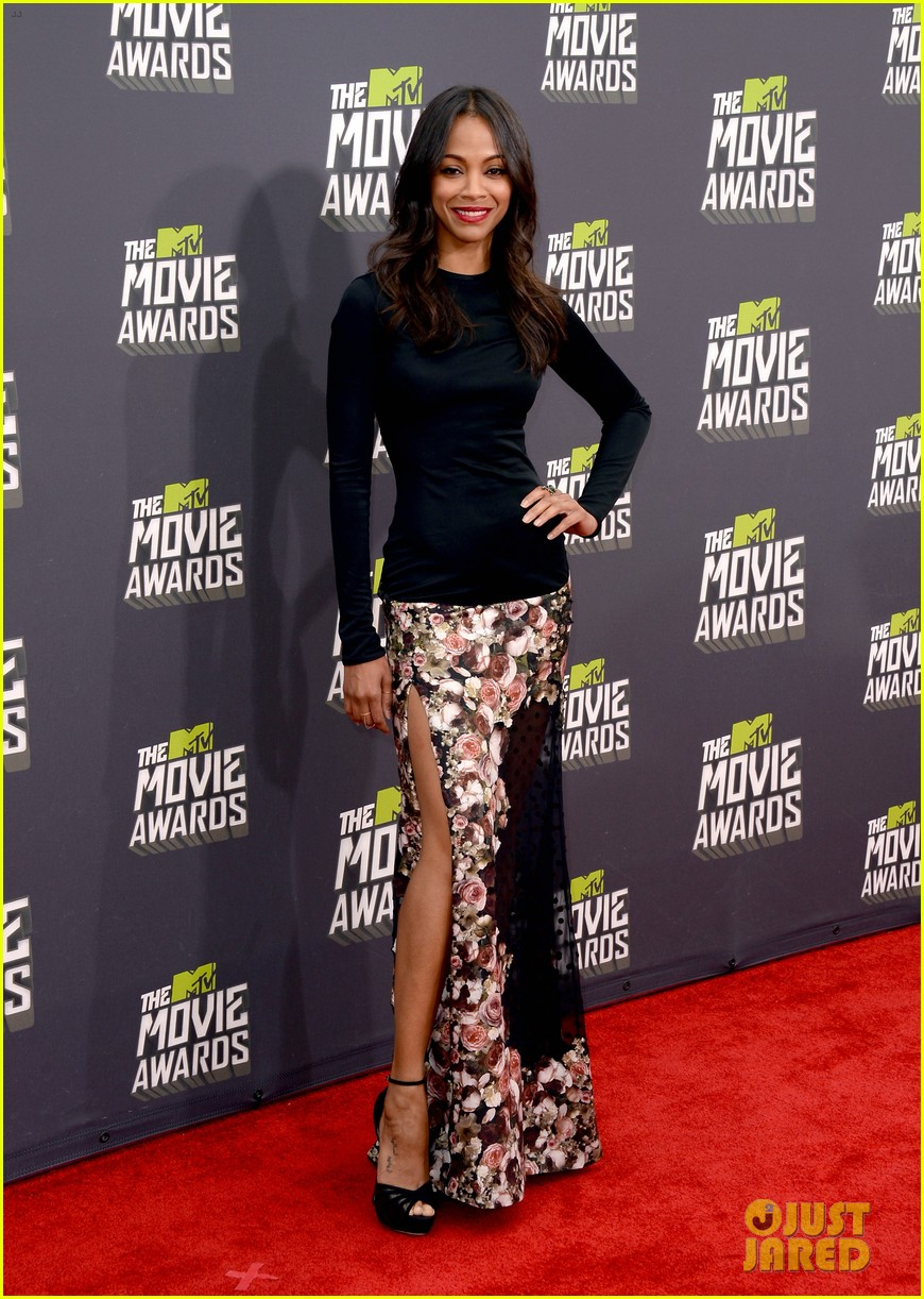 zoe saldana mtv movie awards 2013 red carpet 012850044