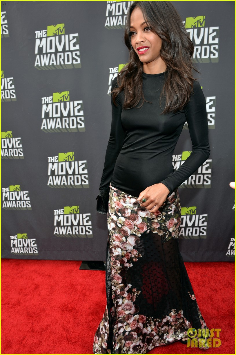 zoe saldana mtv movie awards 2013 red carpet 02