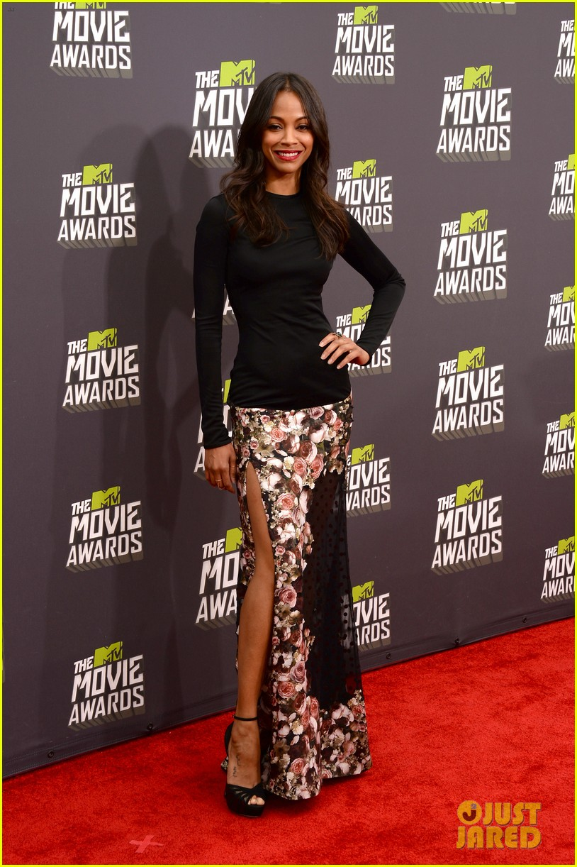 zoe saldana mtv movie awards 2013 red carpet 04