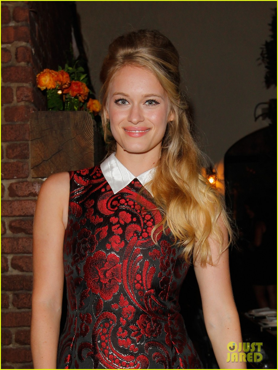 amanda seyfried jennifer morrison allures look better naked event 262848299