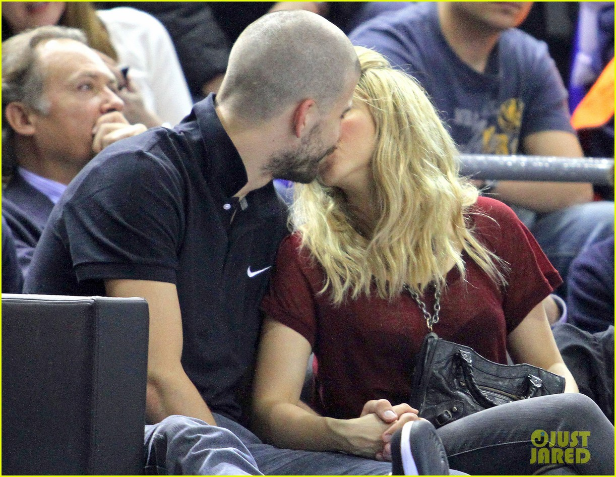 shakira gerard pique basketball kisses 052858667