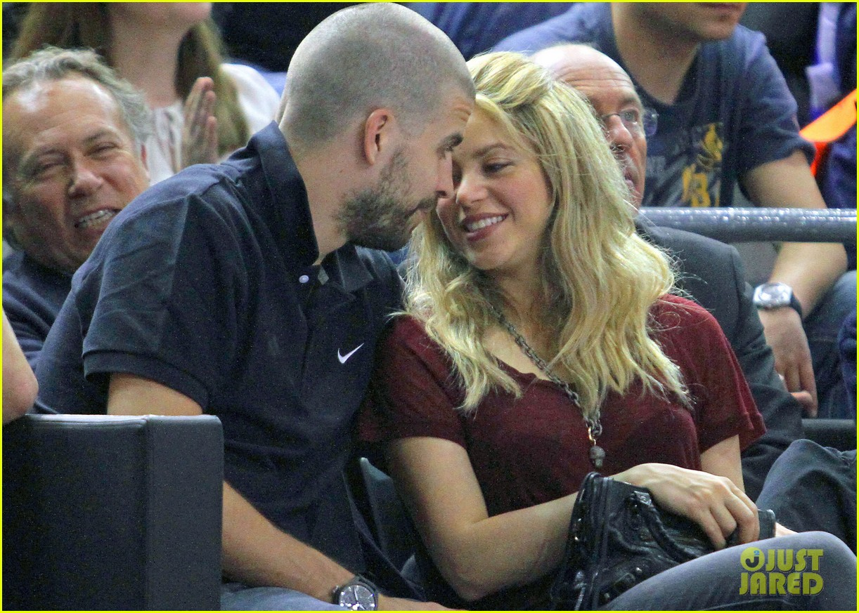 shakira gerard pique basketball kisses 062858668