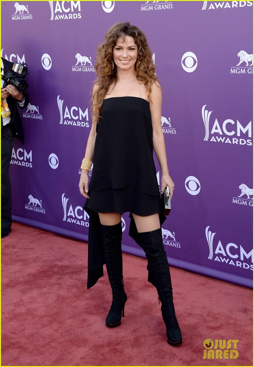 Shania Twain Acm Awards 2013 Red Carpet Photo 2845121