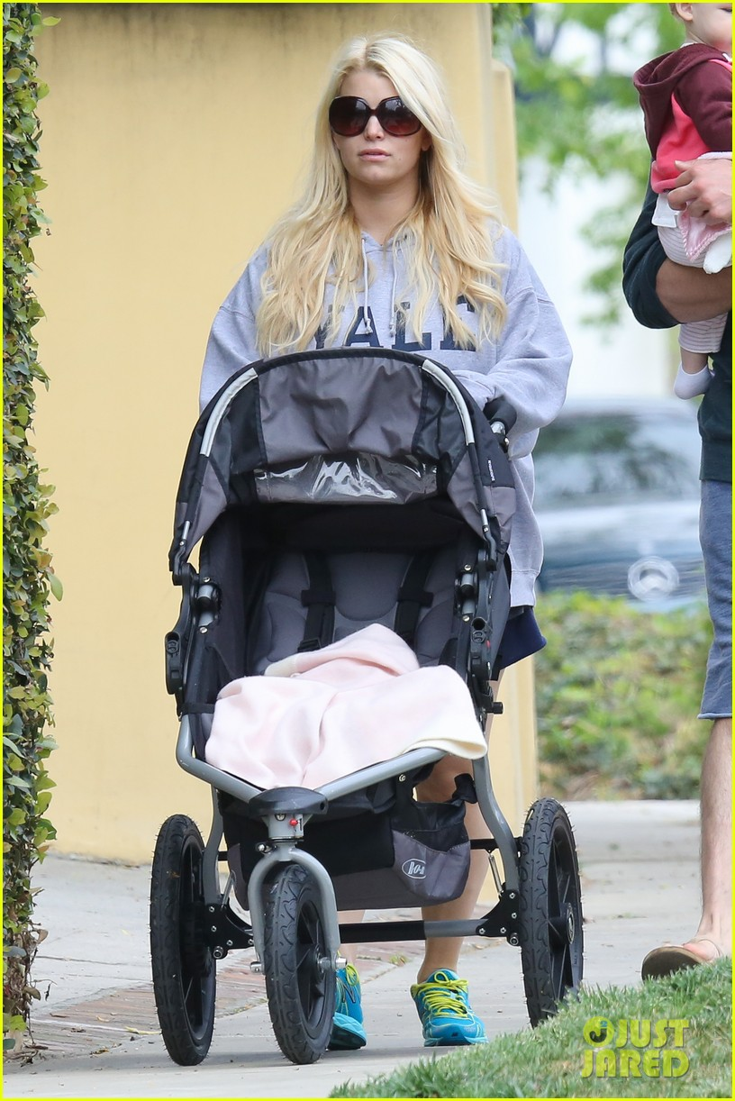 jessica simpson eric johnson eater outing with maxwell 072841224