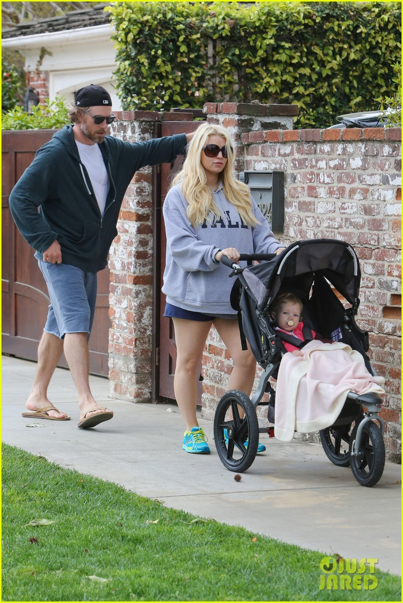 jessica simpson eric johnson eater outing with maxwell 18