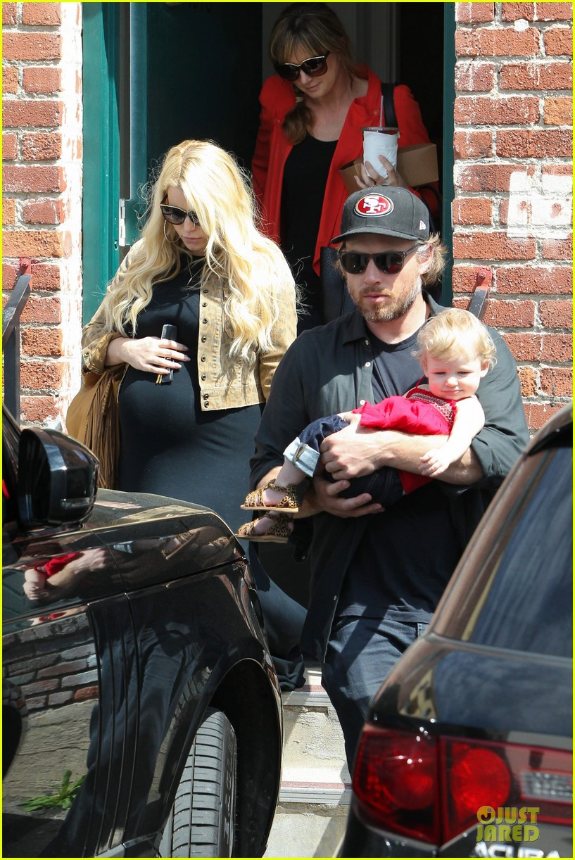 jessica simpson baby bumpin office stop with family 192844081