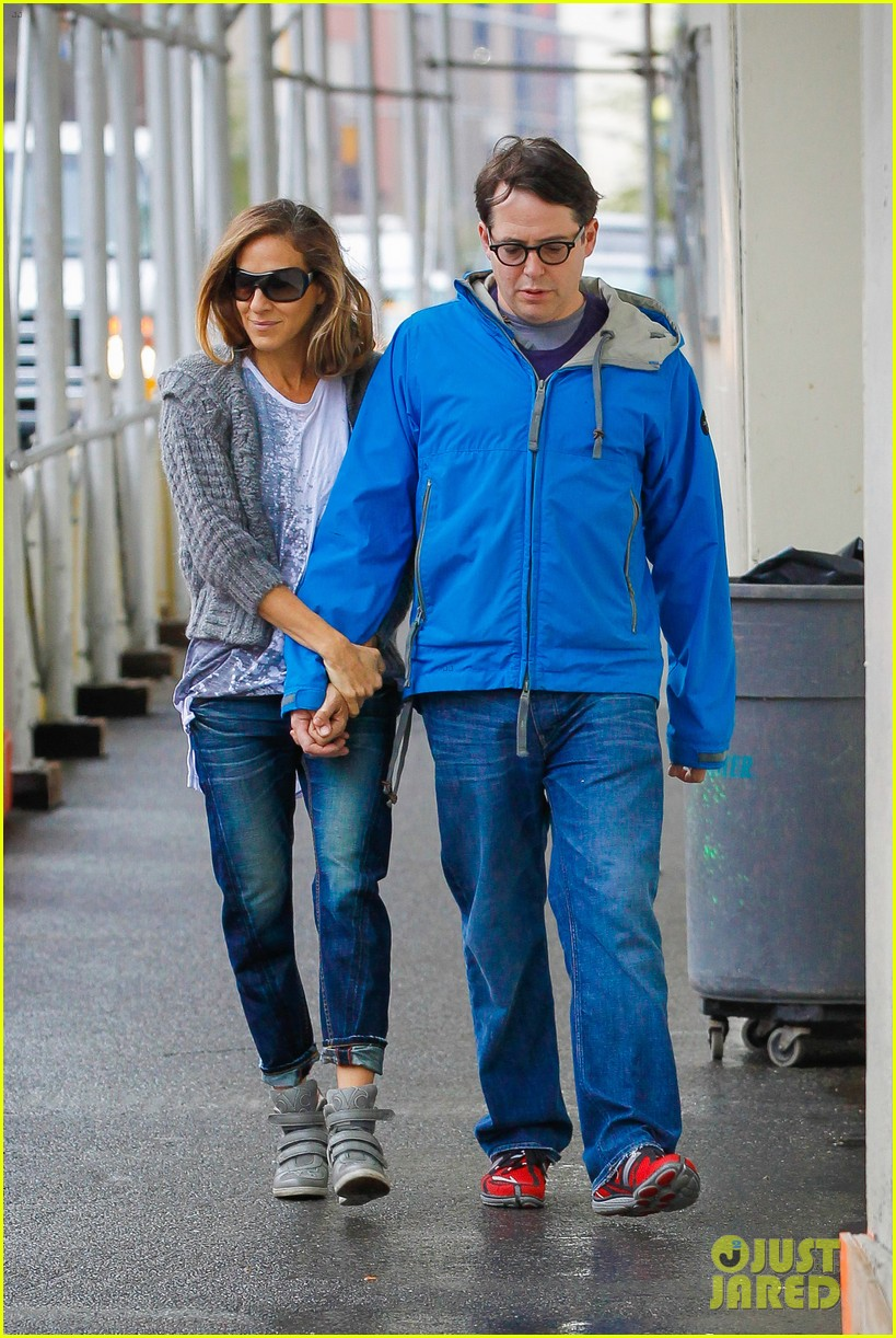 sarah jessica parker to star in play written by amanda peet 092860795