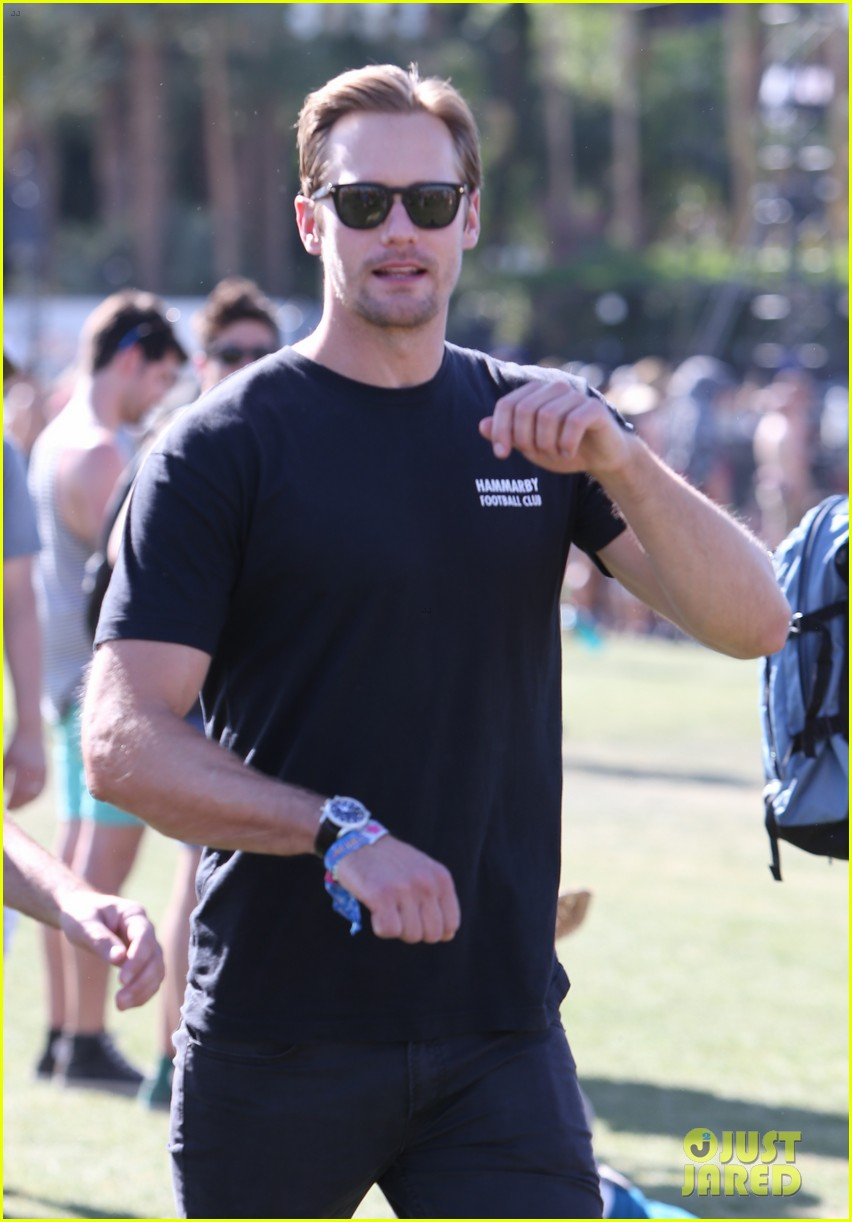 alexander skarsgard coachella with buddies keith fares 02