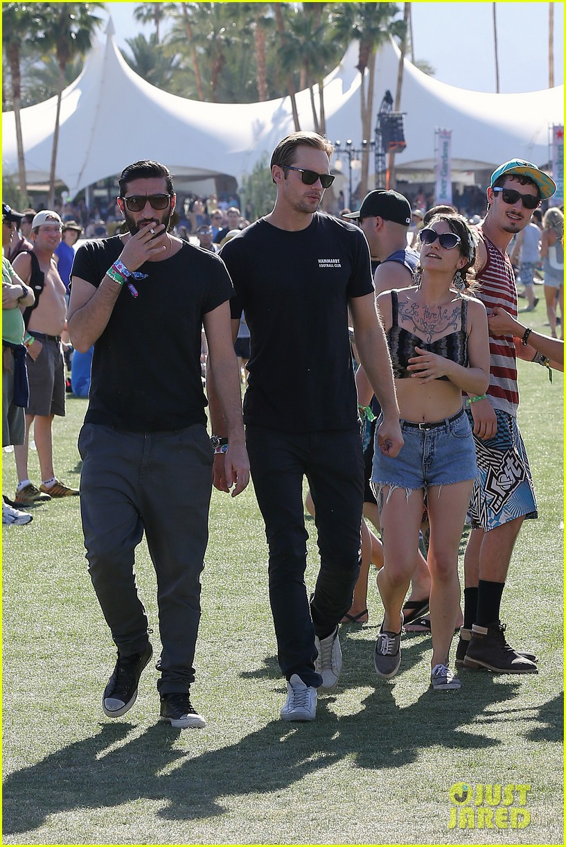 alexander skarsgard coachella with buddies keith fares 16