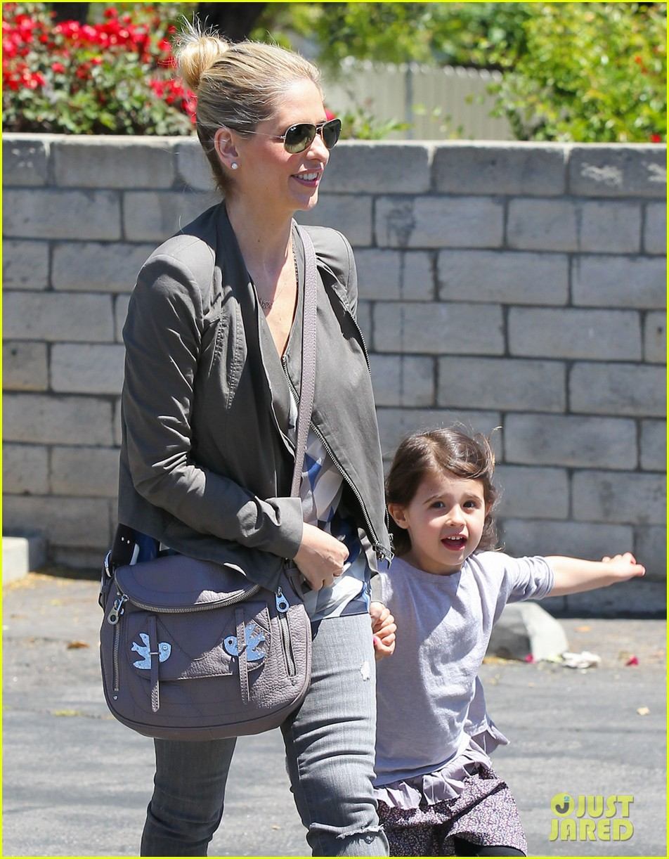 sarah michelle gellar charlotte childrens gym time 022852617