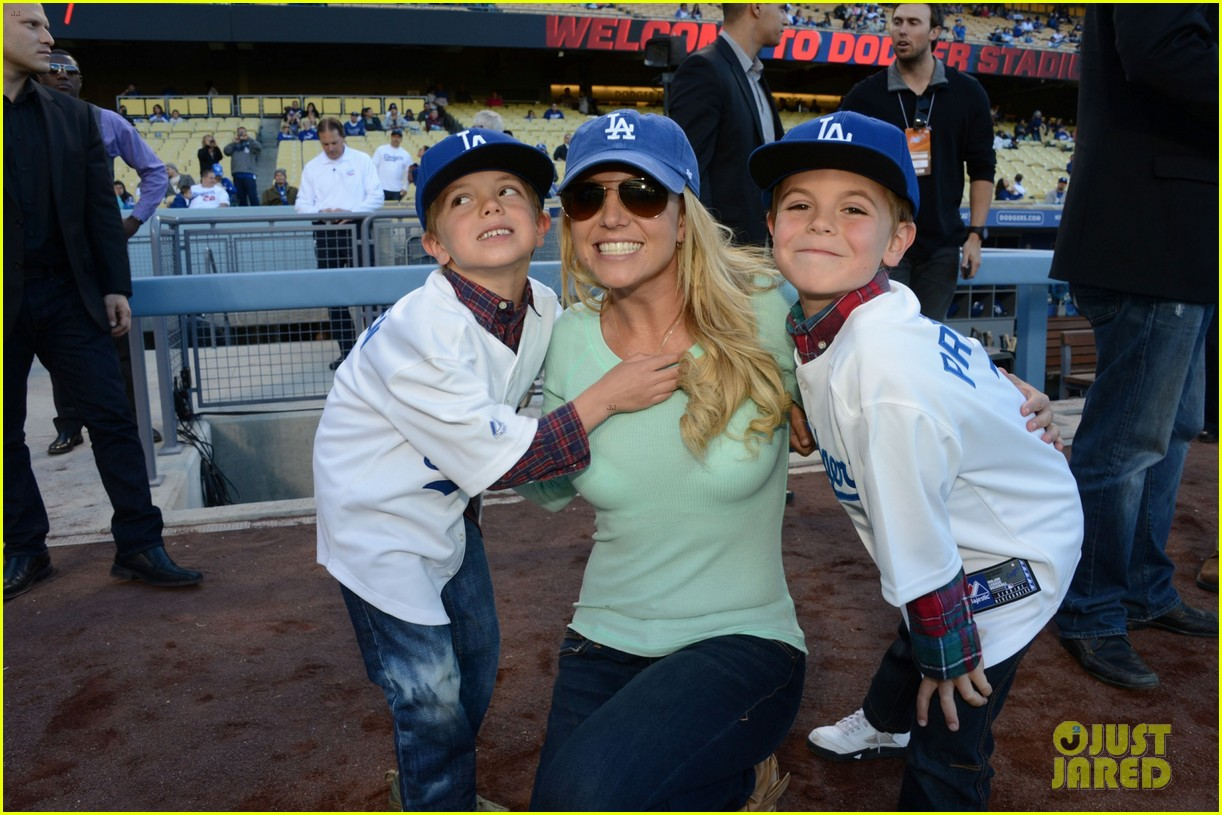 britney spears dodgers game with the boys 012853005