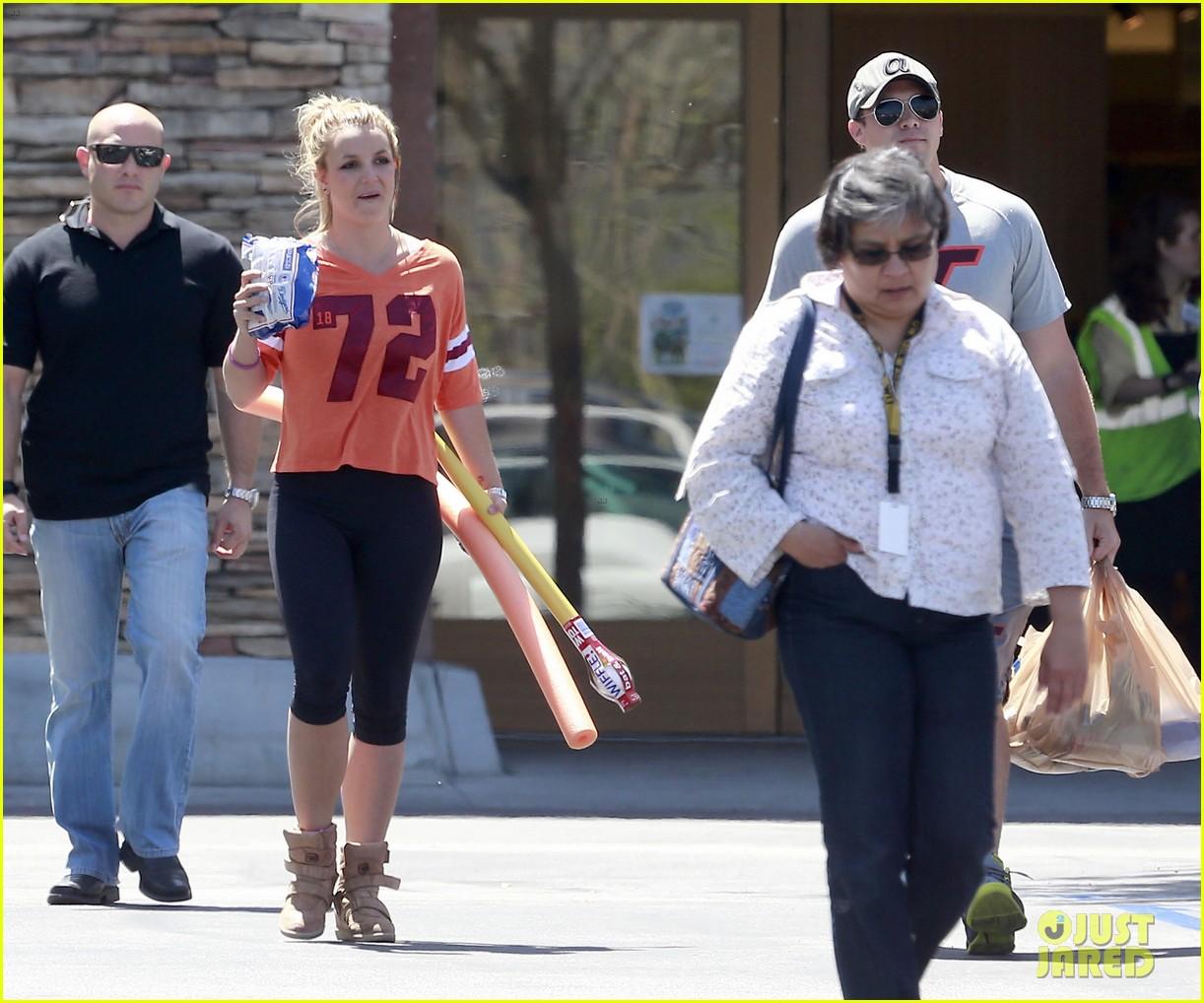 britney spears david lucado grocery shoppers 072847848