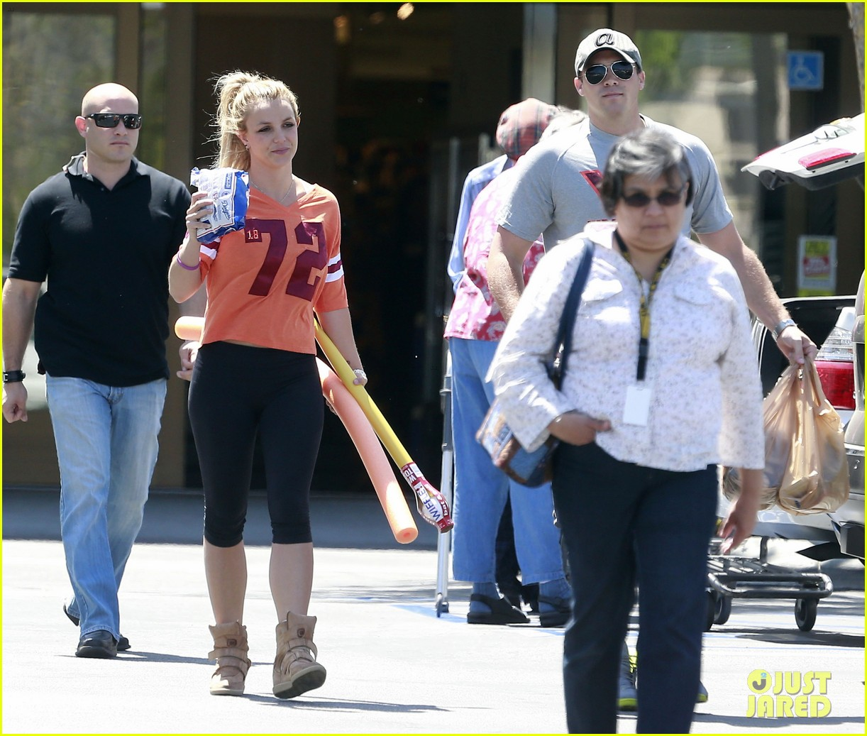 britney spears david lucado grocery shoppers 102847851