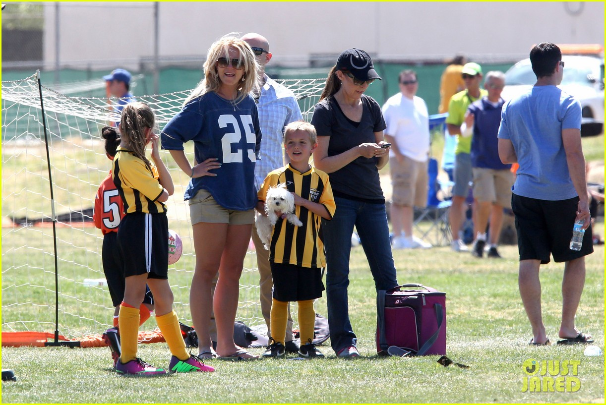 britney spears nails soccer sunday 062855147