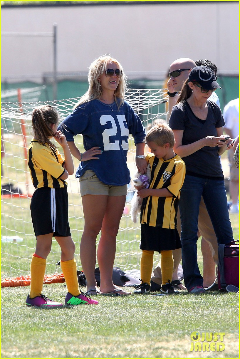 britney spears nails soccer sunday 08