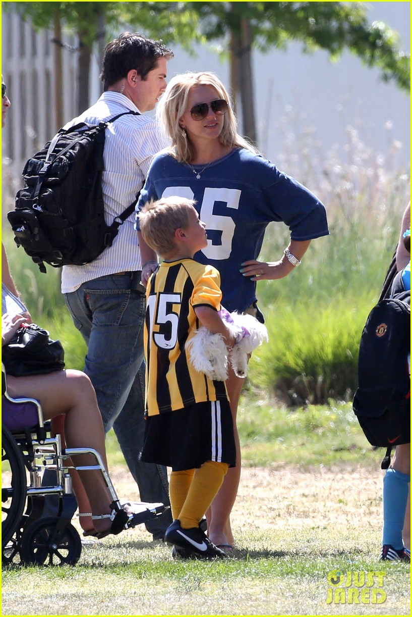 britney spears nails soccer sunday 112855152