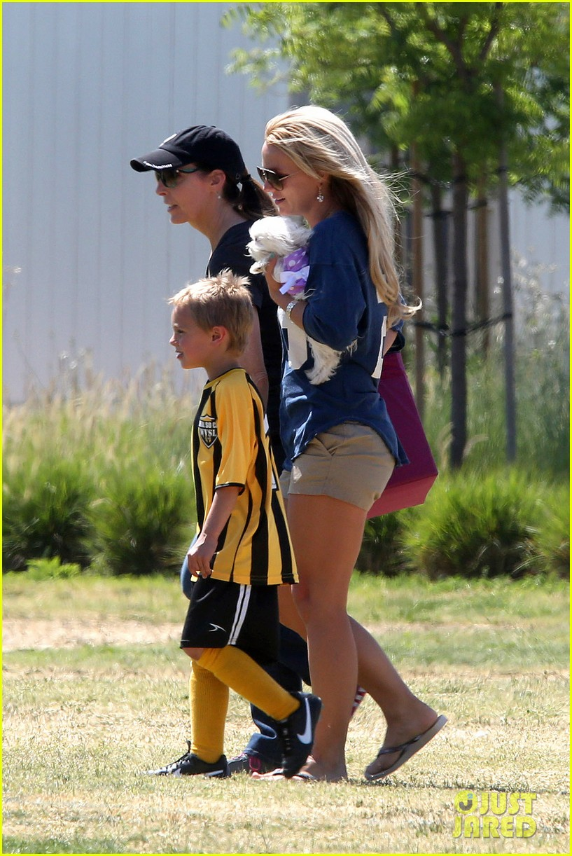britney spears nails soccer sunday 162855157