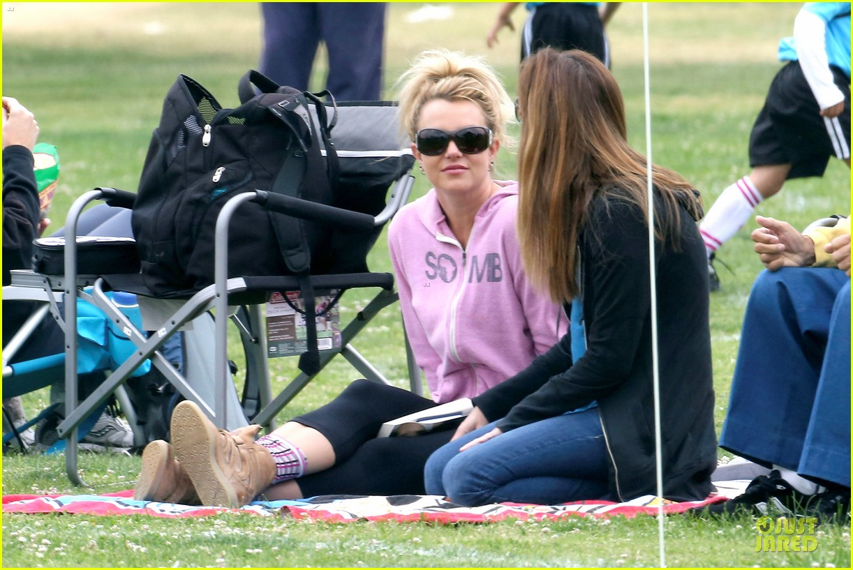 britney spears kevin federline boys sunday soccer game 02