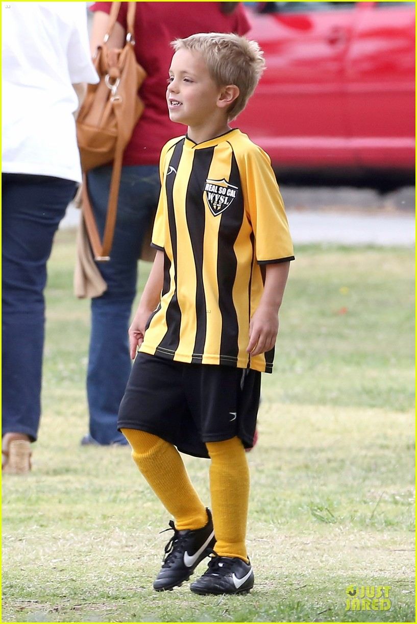 britney spears kevin federline boys sunday soccer game 092849854