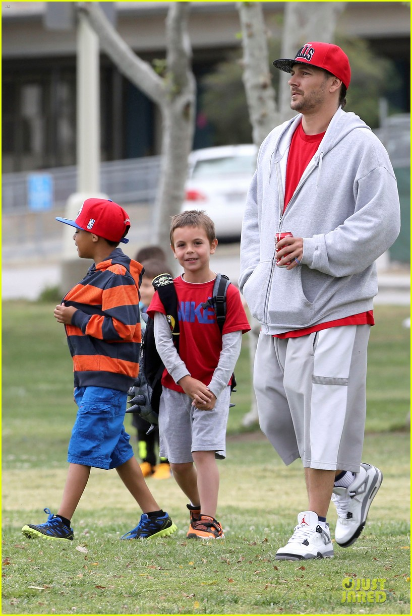 britney spears kevin federline boys sunday soccer game 112849856