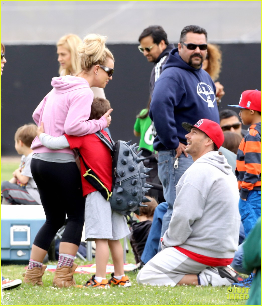 britney spears kevin federline boys sunday soccer game 132849858