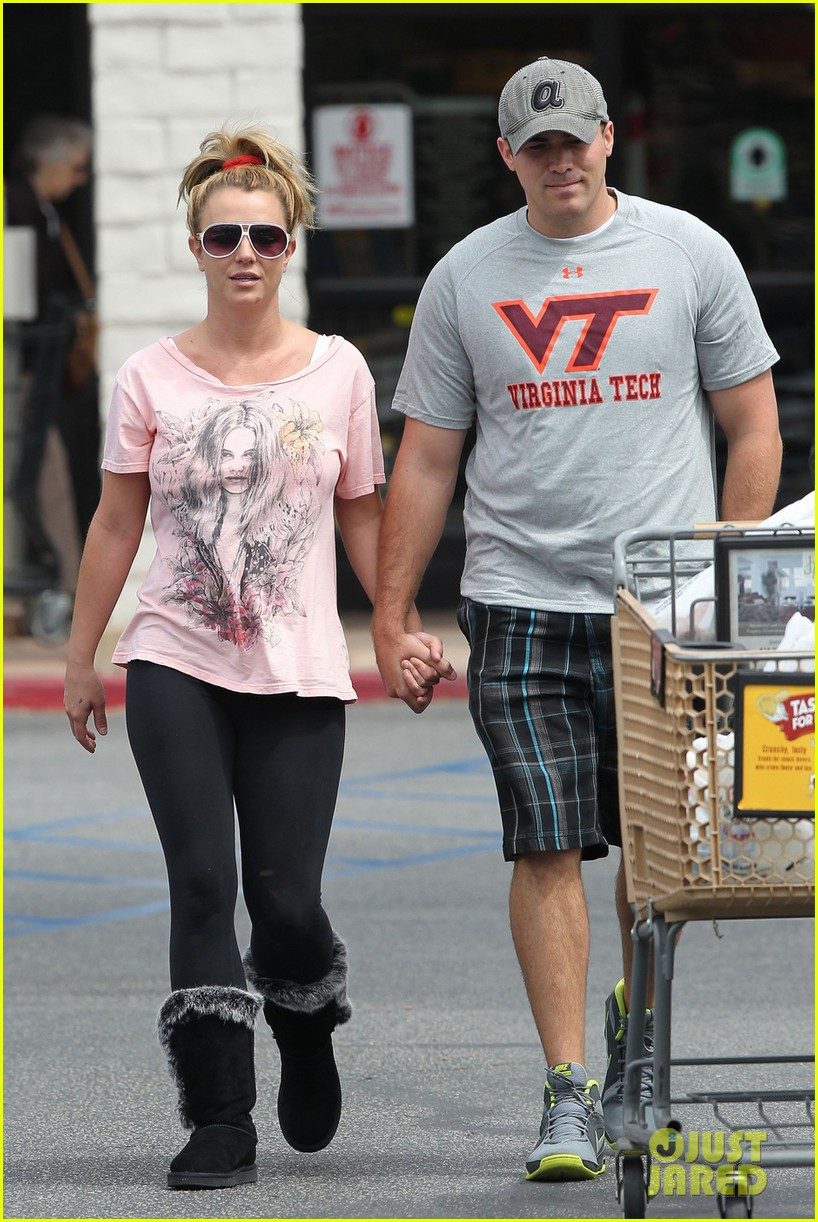 britney spears david lucado hold hands at vons 032843252
